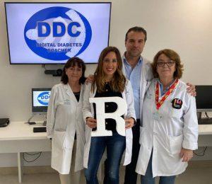 parte del equipo premiado junto con dos educadoras del Hospital de día de Diabetes