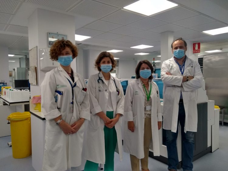 coautoras del documentos junto con los jefes de servicios de las Unidades de Pediatría y Laboratorio Clínico