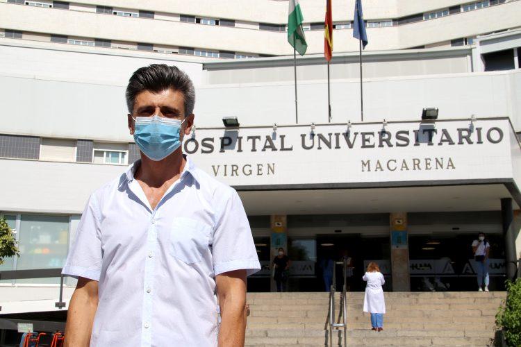 el doctor Jose Manuel López Millán, facultativo que dirige la Unidad del Dolor del Área Sanitaria Virgen Macarena