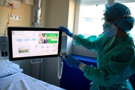 televisión a pie de cama con acceso a vídeos de rehabilitación respiratoria