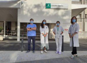 Especilistas Internos Residentes premiados junto a la jefa de servicio de Endocrinología y Nutrición