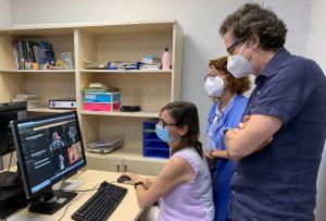 Facultativas del servicio de Oncología Radioterápica y Radiofísica del HUVM con la representación del centro sanitario pacense